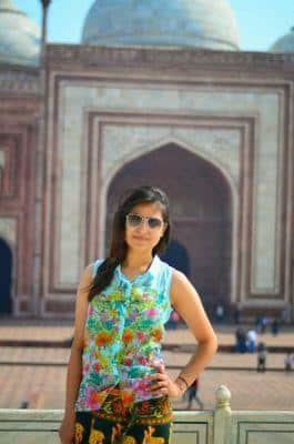 Niharika Bhatt - Girl who left US Job to top Lucknow UPSC Exam